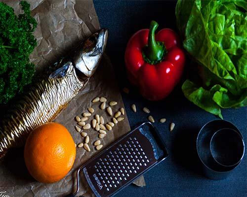 Ingredienty dlya salata iz makreli