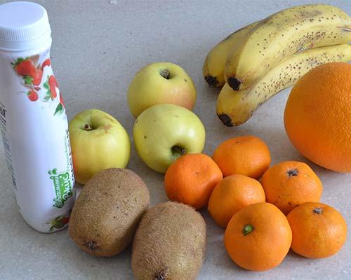 Ingredienty dlya salata iz fruktov