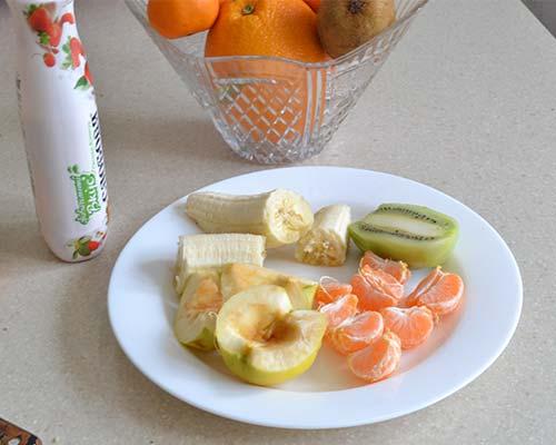Podgotovlennye dlya salata frukty