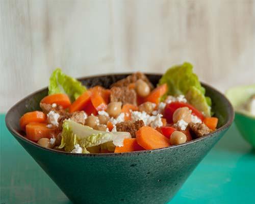 Morkovnyj salat s fistashkovym jogurtom