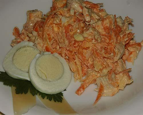 morkovnyj salat s kuritsej