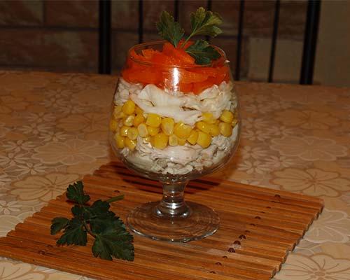 Salat koktejl s kuritsej