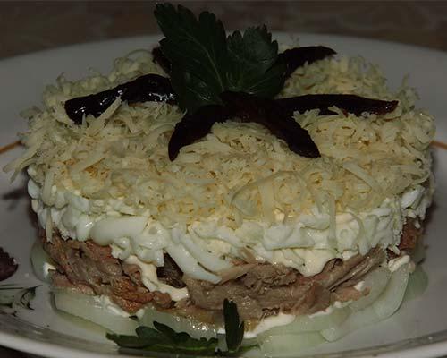 Salat Mushskoj kapriz