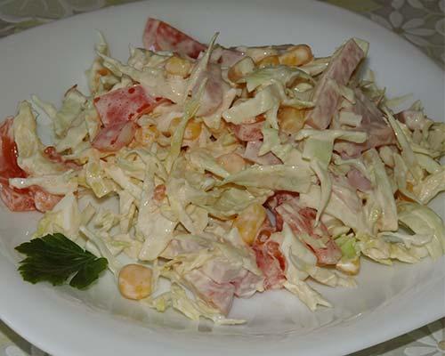 Salat s vetchinoj, kukuruzoj i pomidorami