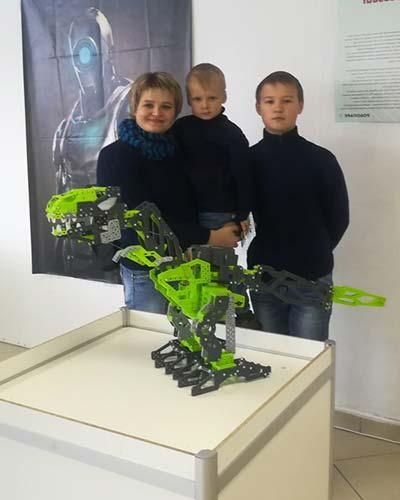 На выставке роботов